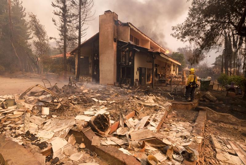 Dec. 2018 Fire ruins Malibu (AP)